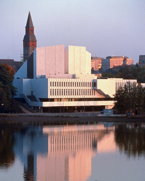Finlandia Hall... Helsinki's famous concert hall, designed by Alvar Aalto.  It's still a neat place with cool architecture, but sadly the acoustics aren't great, so the Helsinki Philharmonic Orchestra recently moved to the new Helsingin musiikkitalo.