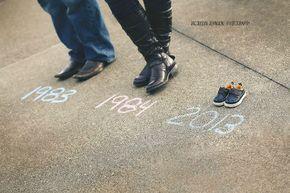 Hacer toda una línea de tiempo de los zapatos. | 38 Insanely Adorable Ideas For Your Maternity Photo Shoot