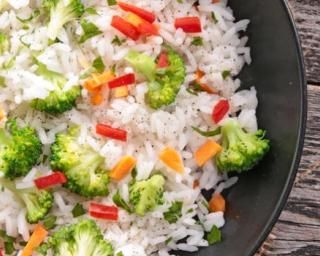 Riz aux légumes pour régime dissocié : http://www.fourchette-et-bikini.fr/recettes/recettes-minceur/riz-aux-legumes-pour-regime-dissocie.html