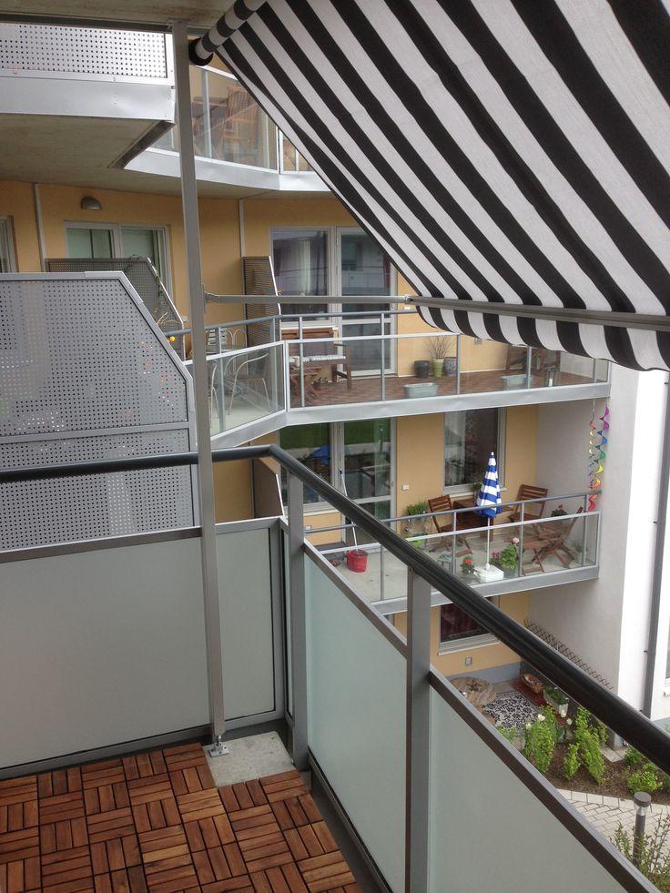 Solskydda din balkong med Balkongmarkis och insynsskydd glasräcke med frostfilm