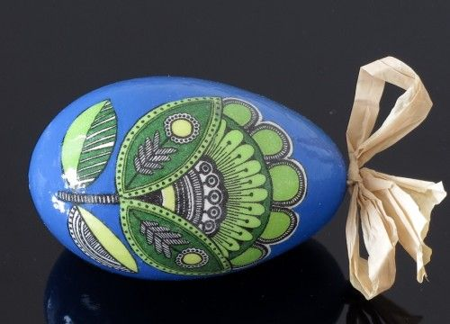 This decorated egg is made with the use of decoupage technique. It is decorated with motifs inspired by a folk paper-cutting.