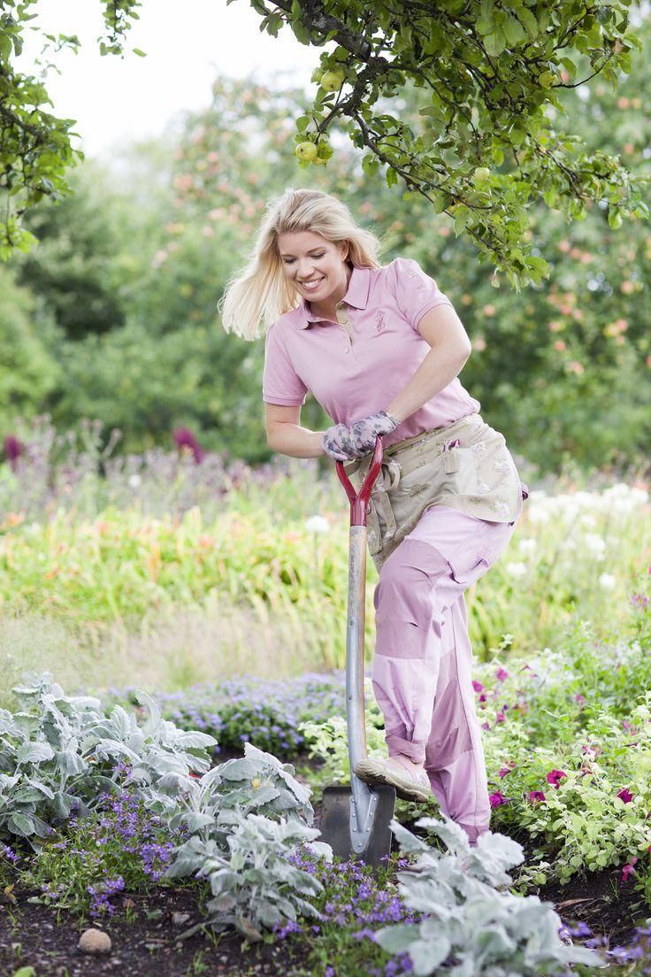 Girl finds lesbian in garden