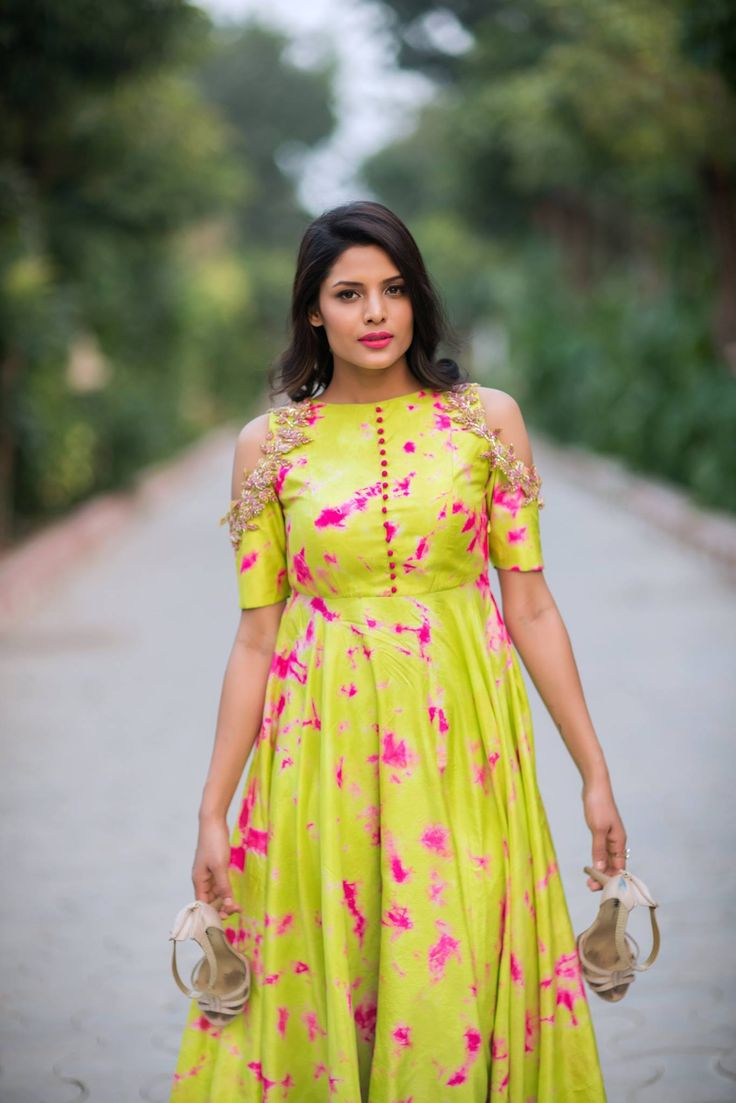 Whether you fancy luxurious or contemporary, soft hues or vibrant glints, whether you are the bride or the guest at the wedding, it is important to carry yourself in the most elegant fashion and that means wearing the choicest of clothes. This the latest collection by Issa studio just go out to prove this. With the wedding season coming up, it is time to fuse traditional Indian fabrics, hues and embroidery with a ...