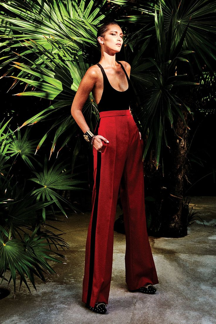Bella Hadid photographed by Chris Colls for Vogue Mexico July 2018 Stylist: Valentina Collado de Rojas Hair: Esther Langham Makeup: Fulvia Farolfi Chic Outfits, Spring Outfits, Fashion Outfits, New Fashion, Fashion Looks, Womens Fashion, Silvester Outfit, Looks Jeans, Outfits Mujer