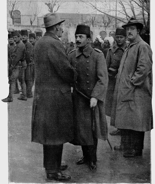 Lieut.-Colonel Tyrrell and Enver Bey after 1913 Ottoman coup d'état.1913 Bâb-ı Âli Baskını hemen sonrası, Enver Paşa (ortada) İngiliz ataşesi ile.