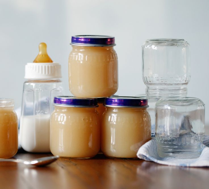 Jeden Tag auf's neue frischen Babybrei kochen? Kann man machen, muss man aber nicht. Denn mit ein paar einfachen Tricks könnt Ihr eine größere Menge Babybrei herstellen, sodass Ihr immer einen Vorrat an selbstgekochtem Brei für Euer Baby habt. http://www.fuersie.de/baby/artikel/babybrei-auf-vorrat-kochen