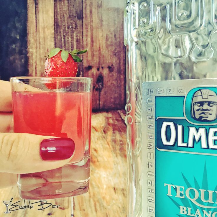 Teqberry Shot çilek, yaban mersini, pudra şekeri, tekila, triple sec #tekila #tequila #çilek #shot #kokteyl #tarif #recipe #içki #alcohol #mixology #cocktail #mixologist #alkol #delicious #yummy