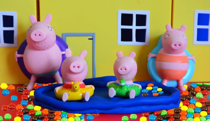 Peppa Pig and Friends Swimming Giant Pool M&M's Chocolate Surprise Eggs ...