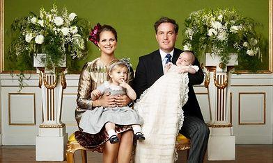 Ruotsin hovi on julkaissut prinssi Nicolaksen viralliset ristiäiskuvat.