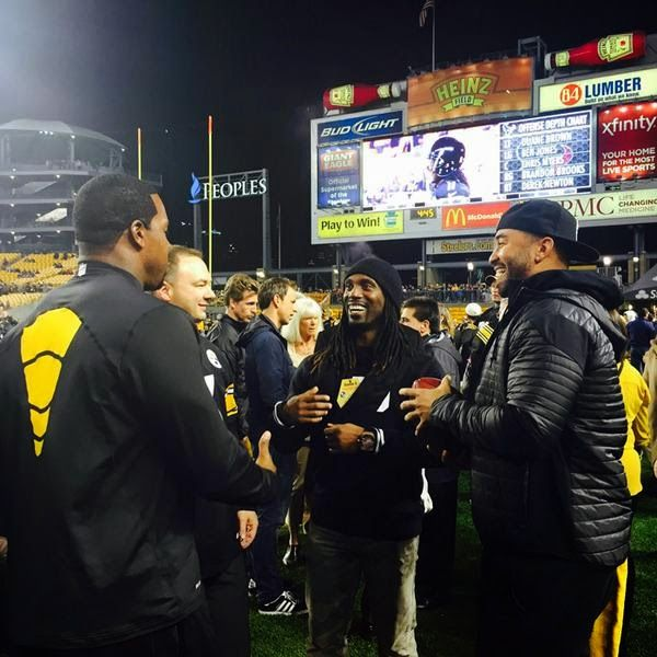 Andrew McCutchen, Joey Porter and Matt Kemp were at Heinz Field last night to enojoy some pregame banter at last night's Monday Night Football game in Pittsburgh, pic above via steelers on twitter.  The Steelers defeated the Texans, 30 - 23, largely due to a huge offensive explosion in the second quarter of the game; they scored 24 of their 30 points then.