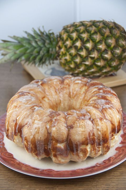 This pineapple and coconut Hawaiian bubble bread (pull-apart bread, or monkey bread) is one of the easiest and best tasting recipes for brea...@wishesndishes