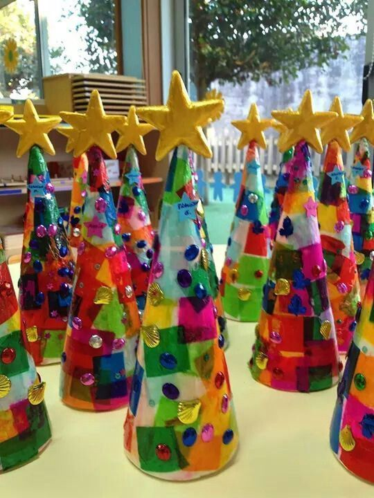 Tissue paper Christmas trees! Love these cute kids crafts. Fun activity for the kids to do during winter break.