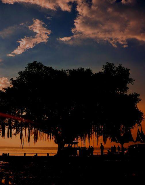 Senja di Danau Singkarak, Sumatera Barat.