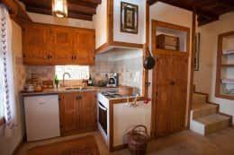 Hoyran Wedre Country Houses – Balayı Evi: akdeniz tarzı tarz Mutfak