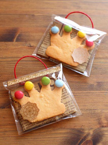 Kawaii crown cookies