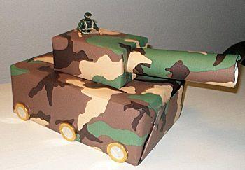 Sinterklaas surprise Tank in camouflage kleuren van knutselidee.nl
