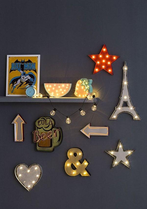 Carteles luminosos para decorar. Decoración estilo urbana. Decoración con carteles con luz. #decoracionurbana #iluminación