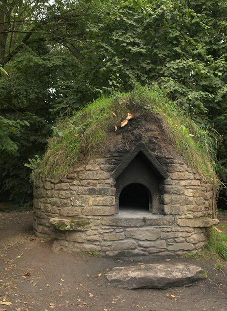 Village bread oven -- need this at the farm