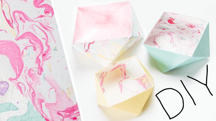 Ich möchte euch eine ganz schnelle und schöne Art zeigen Papier selbst zu marmorieren. Außerdem zeige ich euch im Video auch eine Faltanleitung für praktische Aufbewahrungsboxen, ich freue mich, wenn ihr vorbei schaut: http://www.youandiheartdiy.com