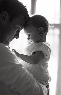 un moment speciale con il suo papa. #fotografia #bambina. (•◡•) Tante altre idee cool per le mamme sul sito ❤ mammabanana.com ❤