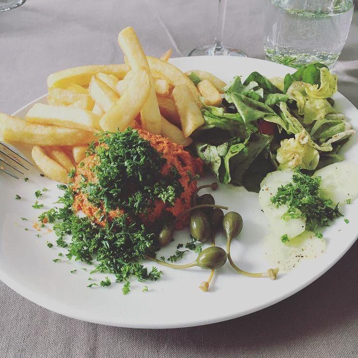 Tartare et frites bien sûr  ヴィーガンのタルタルにフライドポテトその他アペタイザーなども全て原材料つづつちゃんと確かめて買ったのよって私たちベジタリアンのために用意してくれてとても嬉しかった#タルタルステーキ #tartare #americain #frites #belgium #ベルギー #作ってもらったご飯は美味しい #家族 #happyfamily #vegan #vegetalien #plantpower #fruityvegan #fruitfullife #801010 #hclfvegan #organic #bio #zerowaste #zerodechet #france #ヴィーガン #ベジタリアン #フルーティーヴィーガン #フルーツフルライフ #ゼロウェイスト #ごみゼロ  #オーガニック #フランス