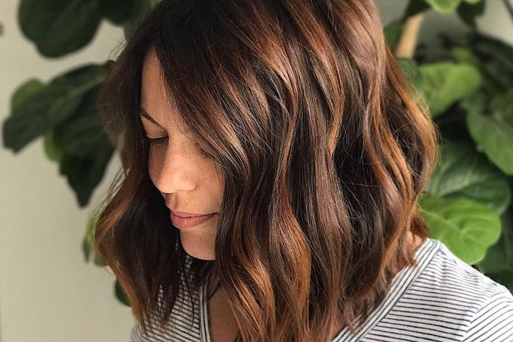 'Root Beer Hair' Is the Absolute Prettiest Take on Brunette Color This Fall