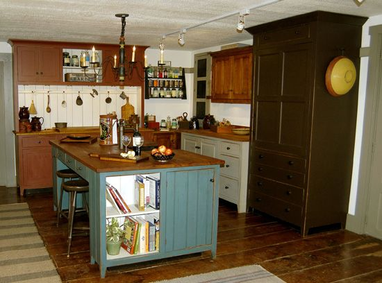 17 best images about primitive kitchens doning rooms on for Country kitchen designs with islands