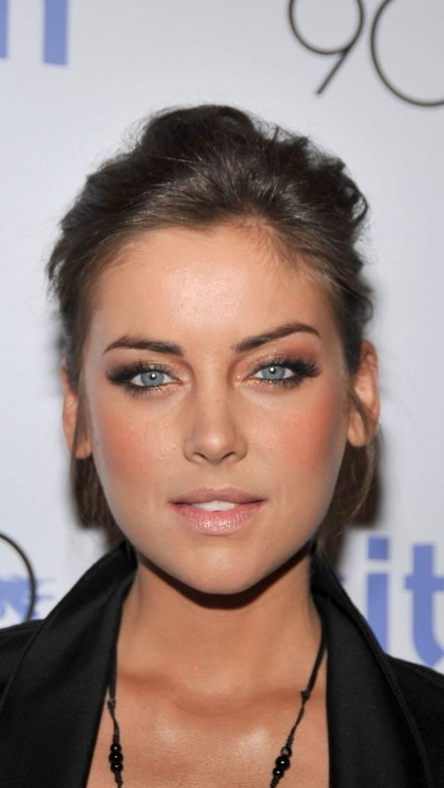 Jessica Stroup. God, she's gorgeous.