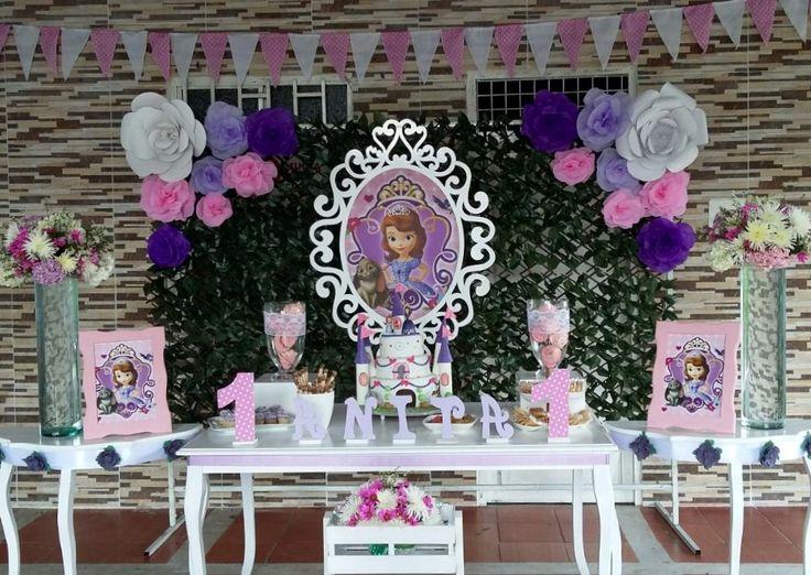 Decoración flores princesa Sofía Fondo enredadera artificial con flores en papel