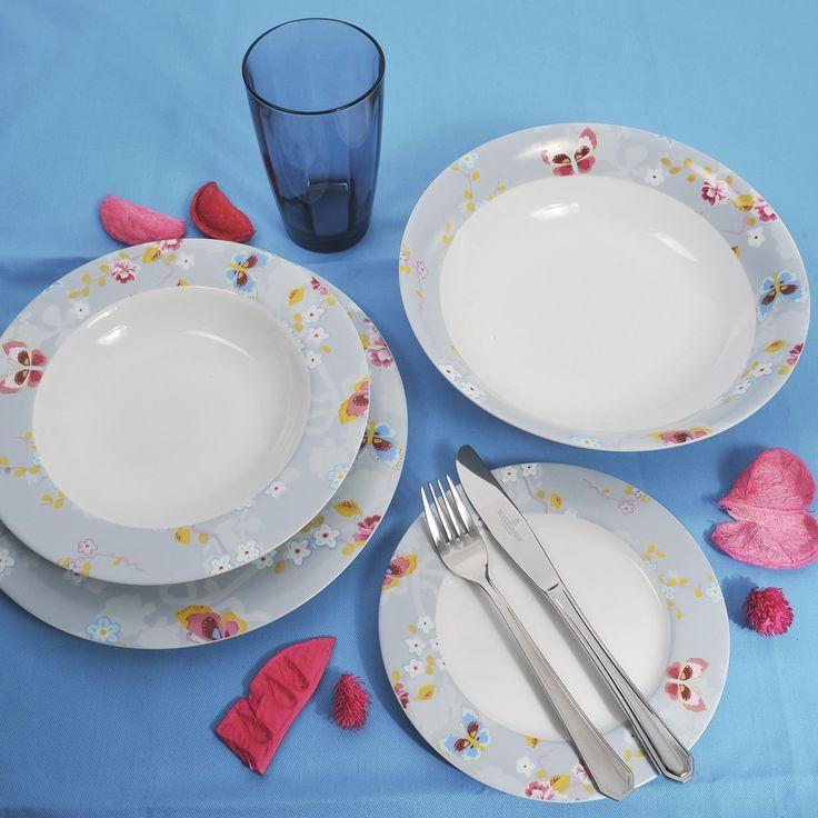 Διαχρονικό και κομψό υψηλής ποιότητας και αισθητικής, ιδανικό για κάθε τραπέζι. Σε froral σχέδια για να γίνει ακόμα πιο εκλεπτυσμένο και γοητευτικό. Το σετ αποτελείται από 6 ρηχά πιάτα, 6 βαθιά, 6 φρούτου, 1 πιατέλα , 1 σαλατιέρα και 6 ποτήρια από φυσητό γυαλί σε μπλε χρώμα.