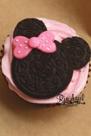 Minnie Mouse Cupcake by Anna Ribeiro