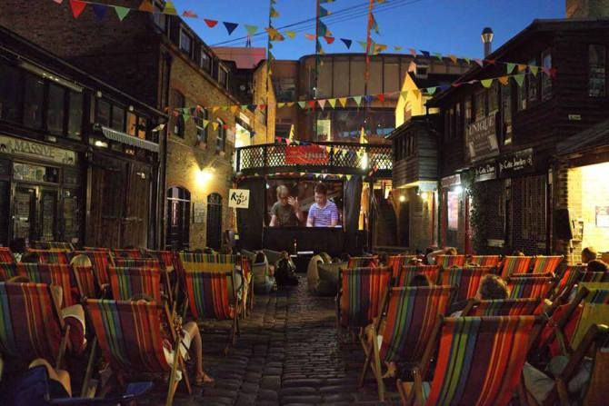 Backyard Cinema Camden - Watch a film outdoors… Obviously a seasonal option, but in the summertime you can barely move in London for outdoor screens. There's the Rooftop Cinema that pops up in Shoreditch, Stratford and Peckham; Backyard Cinema in Camden and the Luna Cinema that projects its classic movies wherever it can. There's also a little one under the Westway at Portobello Road which has the added bonus of being positioned right next to Boom Burger (review here).