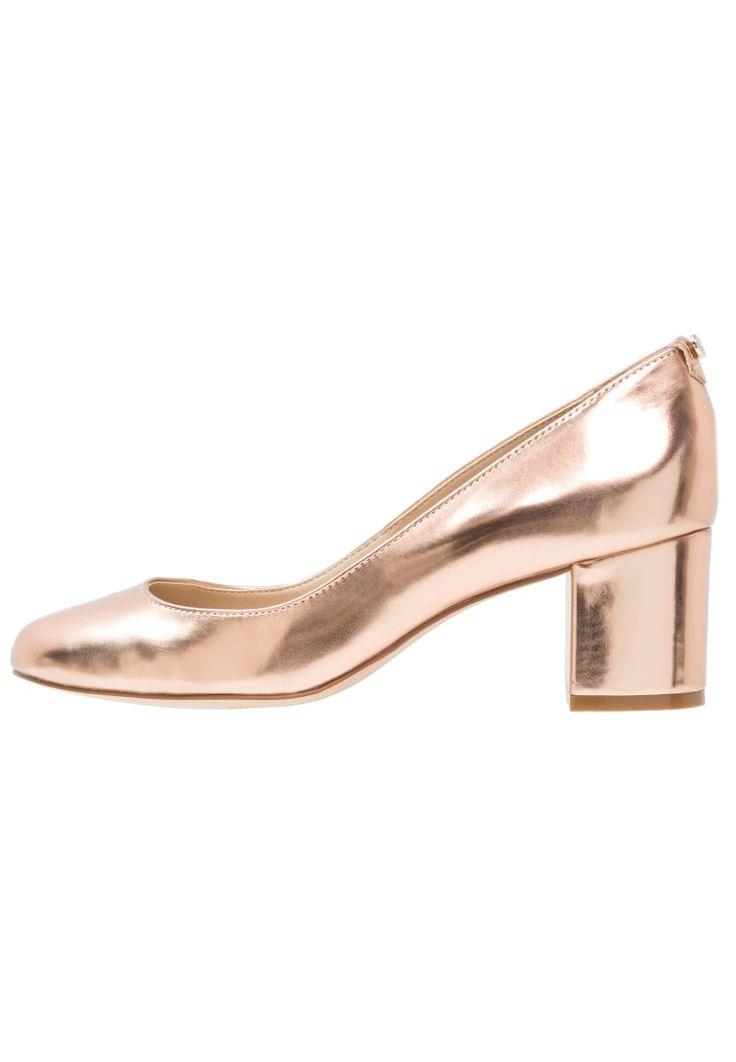 ¡Consigue este tipo de zapato de tacón de Dune London ahora! Haz clic para ver los detalles. Envíos gratis a toda España. Dune London ATLAS Tacones rose gold: Dune London ATLAS Tacones rose gold Ofertas   | Material exterior: piel, Material interior: cuero de imitación/tela, Suela: fibra sintética, Plantilla: cuero de imitación | Ofertas ¡Haz tu pedido   y disfruta de gastos de enví-o gratuitos! (zapato de tacón, tacones, tacon, tacon alto, tacón alto, heel, heels, schuhe mit absat...