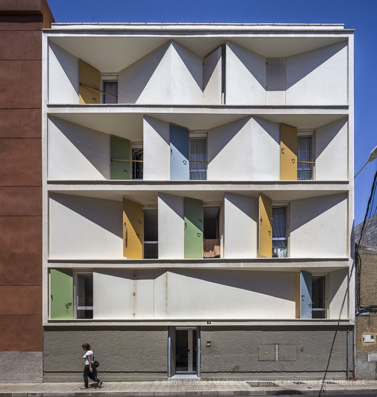 8 Inscribed Houses and Three Courtyards / Romera y Ruiz Arquitectos
