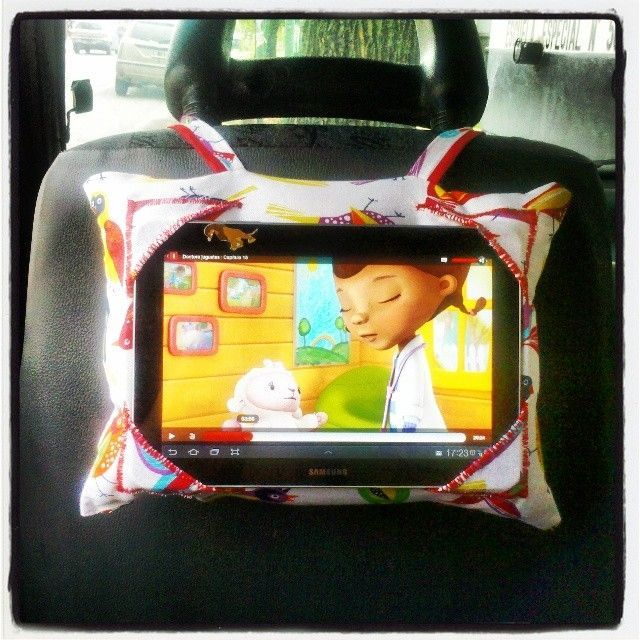 Almohadon porta tablet para el auto. By DecorAndo