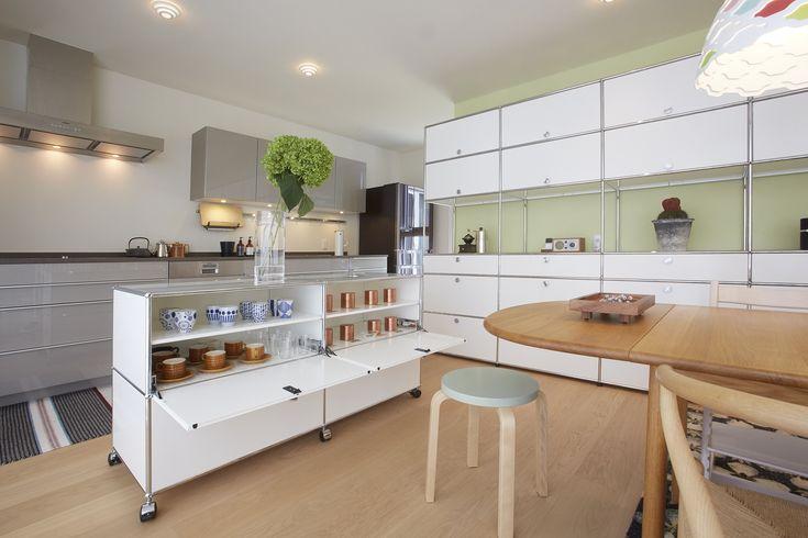 Ces meubles de rangement USM Haller apportent de l'élégance à votre salle à manger. Les systèmes d'aménagement USM Haller marient design et fonctionnalité et permettent des combinaisons très déco.