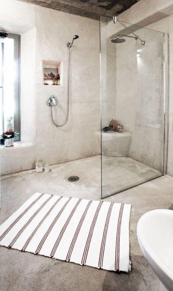 Douche ouverte avec murs en béton