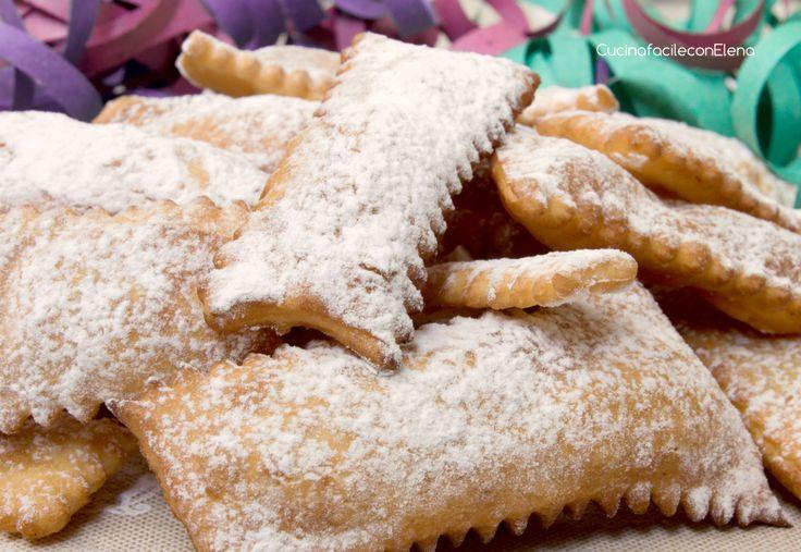 Le Chiacchiere, conosciute anche come bugie, frappe, crostoli o cenci, sono una delle ricette di Carnevale più apprezzate, ottime sia fritte che al forno!!!