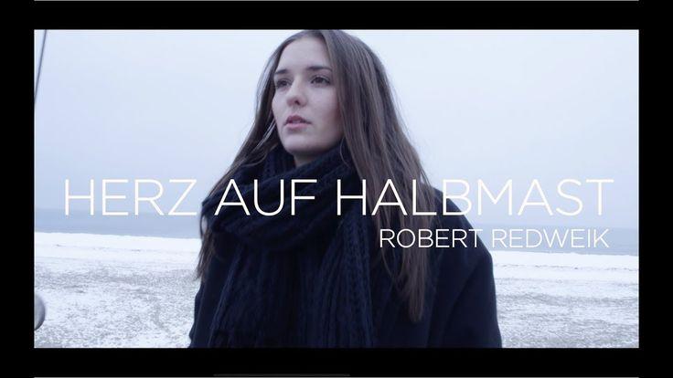 """Neue Single, neues Video : Herz auf Halbmast von Robert Redweik. Sein wundervolles Album """"Dein Vegas"""" gibt es u.a. hier: https://timezonerecords.lnk.to/DEINVEGAS"""