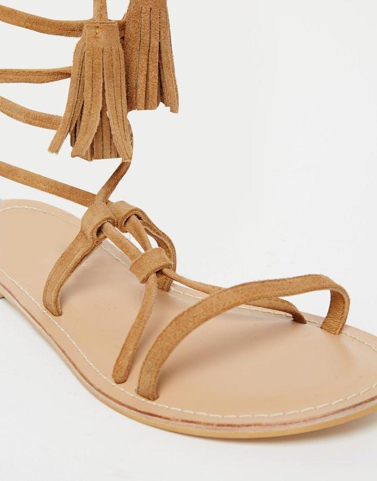 Изображение 4 из Замшевые сандалии с завязками ASOS FLO