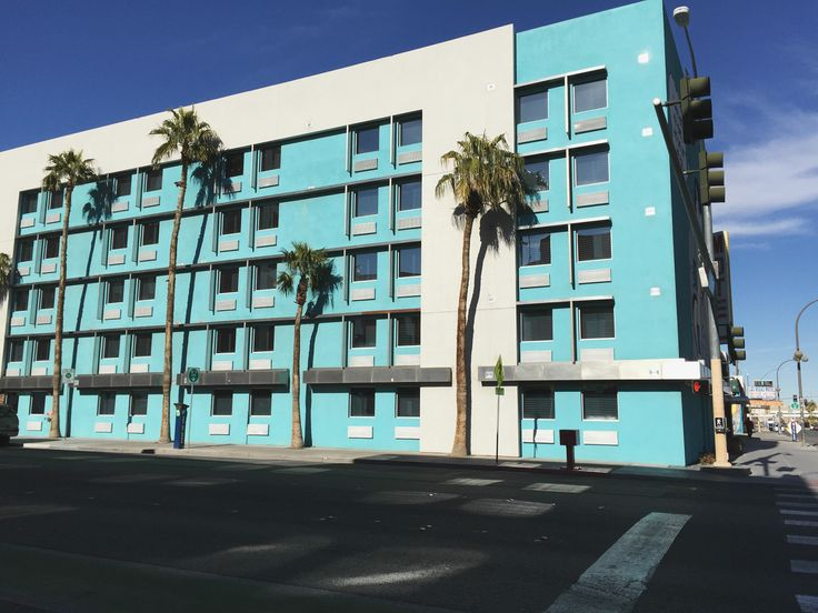 I considered a few different places while searching for accommodation in Las Vegas. I definitely wanted to stay Downtown instead of on The Strip, so that narrowed things down a bit. Price, as always, was the biggest factor, but location was important too. I wanted to be able to walk out of my hotel and be right in the middle of it all. I originally wanted to stay at a hostel, but the location just wasn't right. Lucky for me, downtown Vegas has plenty of boutique hotels at motel prices, so…