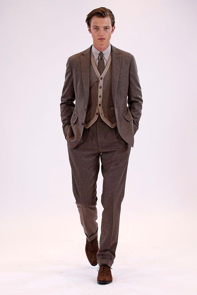 A apresentação da coleção de outono-inverno 2016/17 da Ralph Lauren abre com o modelo-sensação do Instagram, Lucky Blue Smith, usando um casacão de pelo.