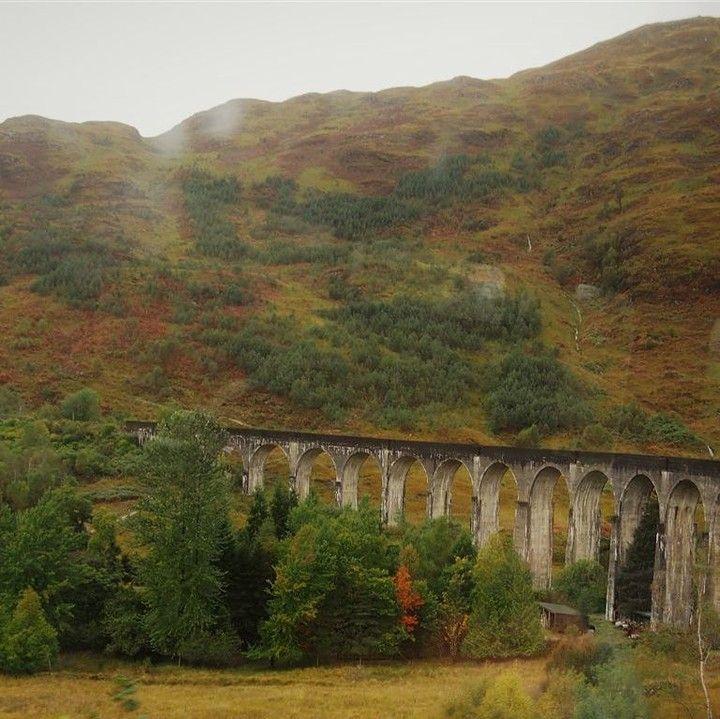 Littleredhikingrucksack Posted To Instagram Naaa Wer Erkennt S Richtig Das War Der Schulweg Von Harry Potter Ins Hexenkinderin Hogwarts Highlands Touren