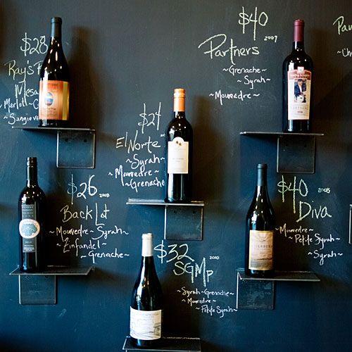 棚にワインなどを置いてその詳細や値段をよこに書くと一気にお店...|MERY [メリー]