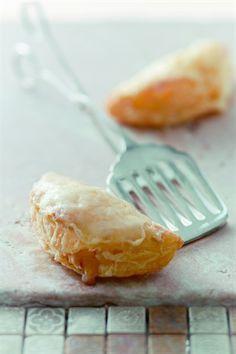 Chaussons pommes de terre, comté et lardons - Larousse Cuisine