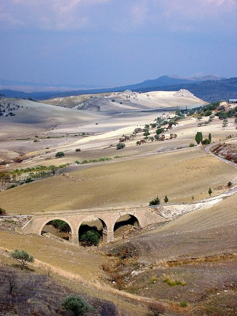 Countryside between Caltagirone and Piazza Armerina, Province of Catania , Sicily