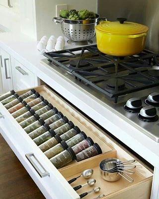 Nunca vuelvas a perder el orégano.   27 Cocinas preciosas para inspirar al chef dentro de ti