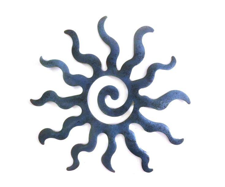 Sonne, blau. •Wetterfest und rostfrei!  •Dekoration für innen und außen •Sonne in 4 verschiedenen Farben •Liebevoll gestaltet in 3-D aus pulverbeschichtetem Metall •Durchmesser:  20cm Einfache Montage, ganz leicht mit einer Schraube oder einem Nagel an der Wand zu befestigen und fertig ist der Wandschmuck! Die Sonnen können auch mit Silikon an Kacheln oder anderen empfindlichen Stellen befestigt werden. Mit diesen tollen Metall-Sonnen zaubern Sie eine originelle Dekoration an Ihrer…