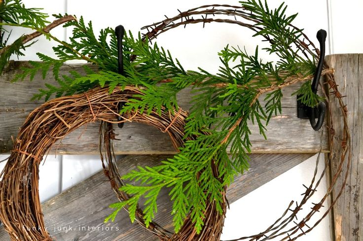 Welcome to 12 Days of Christmas! Intro | Funky Junk InteriorsFunky Junk Interiors Insolita ghirlanda in filo spinato