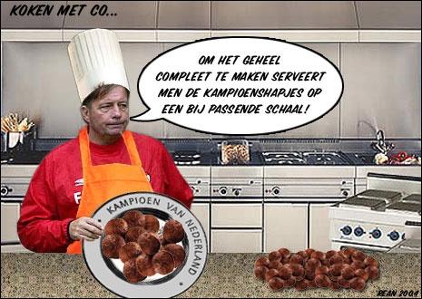 Een oude fotosoep uit 2004 voor de online fotosoepcompetitie van www.vi.nl. Co Adriaanse zou voor het eerst met een niet traditionele top-3 club , AZ, de titel pakken. Helaas ging de titel dat jaar naar PSV